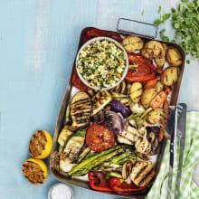 Grillade grönsaker med chunky kikärtsröra