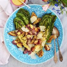 Bild på Grillad romansallad med bacon och caesardressing