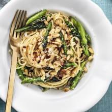 Spaghetti med <strong>sparris</strong> och parmesan