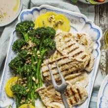 """Kycklingfilé """"tonnato"""" sparrisbroccoli och gulbetor"""