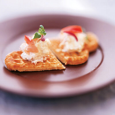 Bild på Pumpafrövåfflor med ost- och laxröra