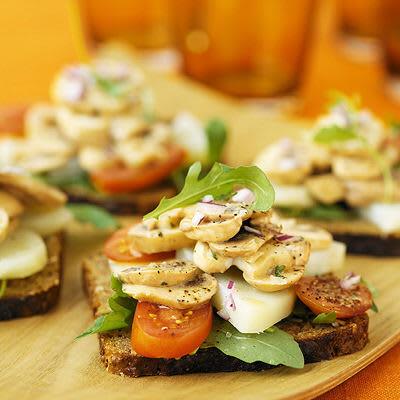 Bild på Smörrebröd med champinjonsallad