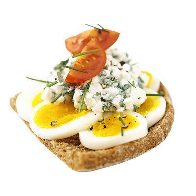 Bild på Smörgås med kokt ägg, kryddor, tomat och cottage cheese