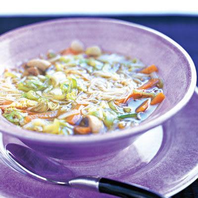 Bild på Nudelsoppa med grönsaker, tofu och ägg