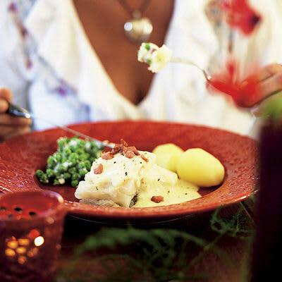 Bild på Lutfisk med senapssås, pancetta och chèvreärtor