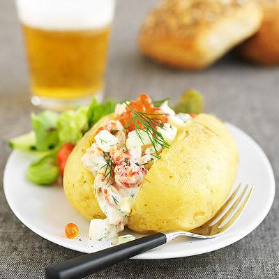 Bild på Bakad potatis med kräftsallad