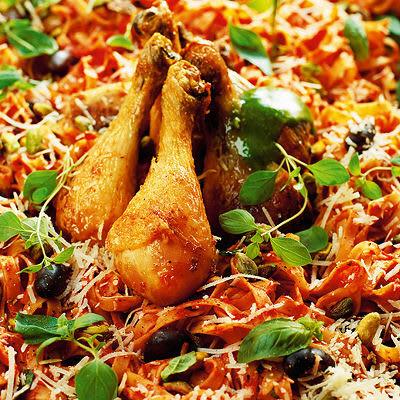 Bild på Kycklingklubbor med tomatpasta och pistou