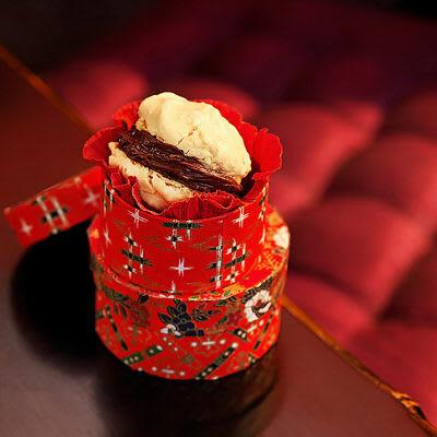 Bild på Macroner - med apelsin- och chokladfyllning