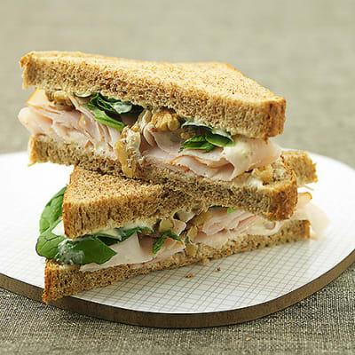 Bild på Smörgås med kalkon, valnötskesella och babyspenat
