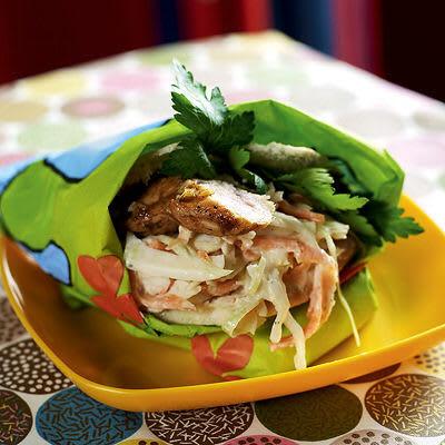 Bild på Pitabröd fyllt med kyckling och coleslaw