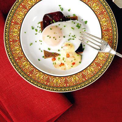 Bild på Pocherat ägg på rågbröd med ugnsbakade rödbetor