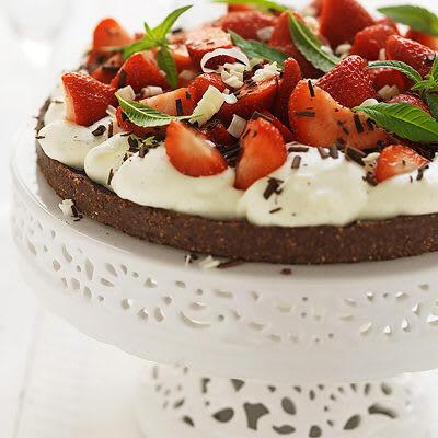 Bild på Nöt- och chokladtårta med jordgubbar