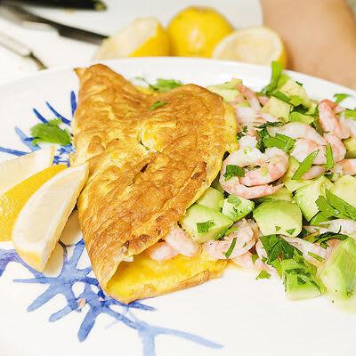 Bild på Omelett med avokado- och räksallad