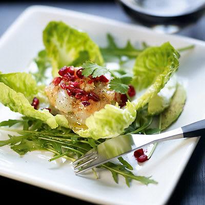 Bild på Tartar på pilgrimsmusslor och lax med avokado och granatäpple