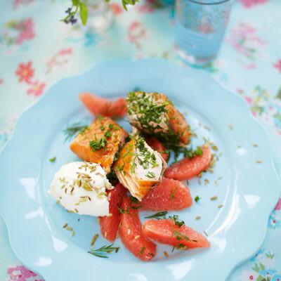 Bild på Örtig lax med grapefrukt och rostade fänkålsfrön