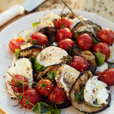 Bild på Pepprig mozzarella med aubergine och tomat