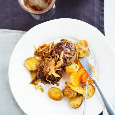 Bild på Pannbiff med löksås och syrade morötter