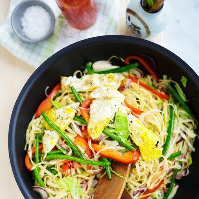 vegetarisk wok med nudlar