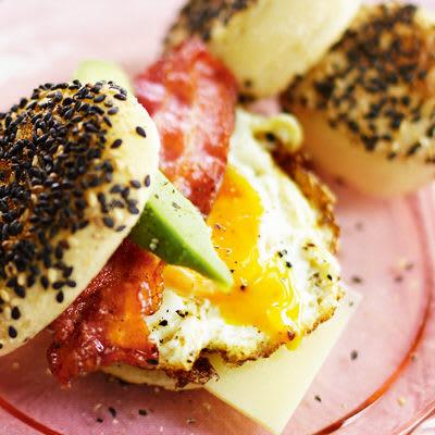 Bild på Engelsk muffins med bacon och ägg