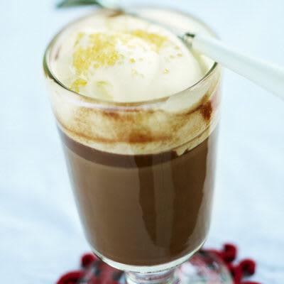 Bild på Varm choklad med rom och vispgrädde