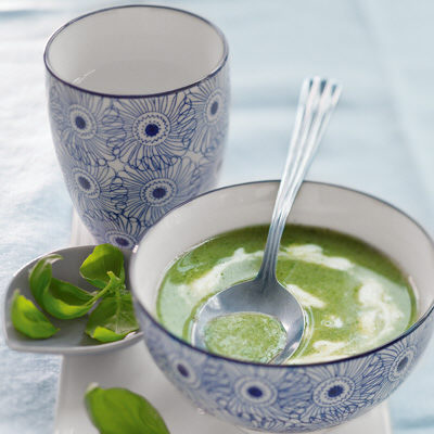 Bild på Broccolisoppa med rostad vitlökssås