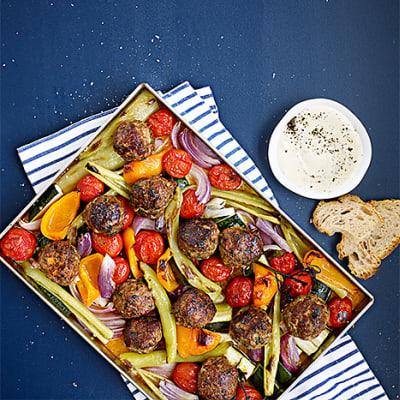 Bild på Parmesanköttbullar med rostade grönsaker