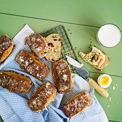 Bild på Yoghurtbröd med hasselnötter och tranbär