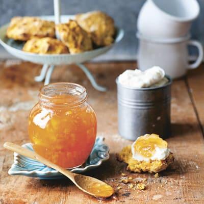 Bild på Morotsscones med färskost och marmelad