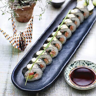 Bild på Maki med sotad lax, avokado och picklad morot