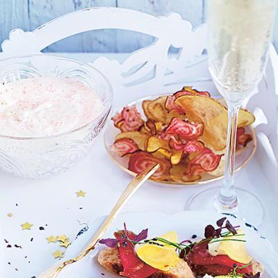 Bild på Rotfruktschips med löjromsdipp