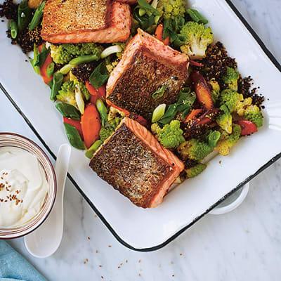 Bild på Lax med chunky quinoa och senapssås