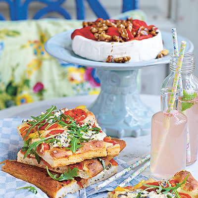 Bild på Yoghurtfocaccia med tomat- och basilikafärskost