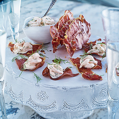 Bild på Parmaskinkschips med skagenröra