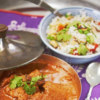 Bild på Hyderabadi vegetarian pilau (stekt ris med grönsaker och cashewnötter)