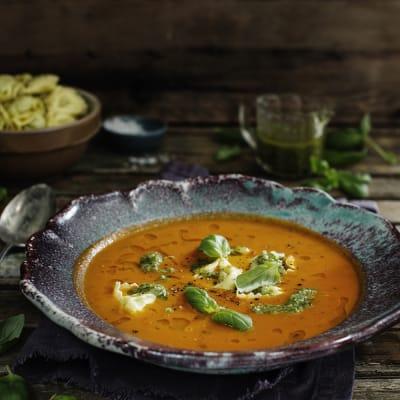 Bild på Rostad tomatsoppa med tortellini