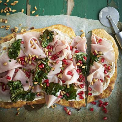 Bild på Flatbread med julskinka och grönkålschips
