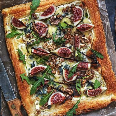 Bild på Smördegstarte med fikon, ädelost och valnötter
