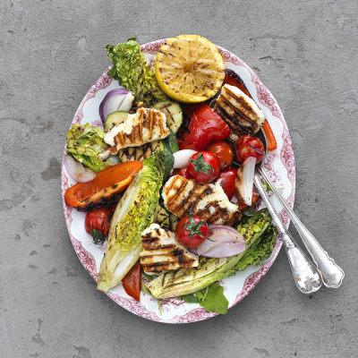Bild på Sallad med halloumi och grillade grönsaker