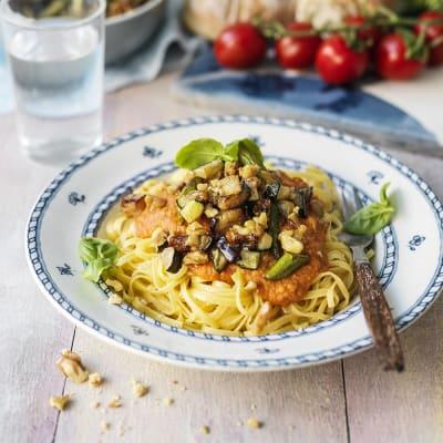 Bild på Spaghetti med linser och vitlöksfrästa grönisar