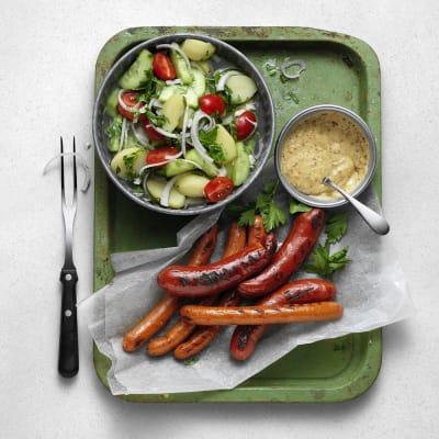 Bild på Picklad potatissallad med kryddig korv