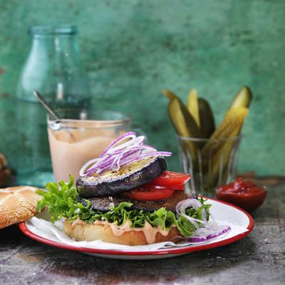 Bild på Portabello- och aubergineburgare