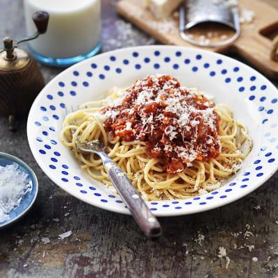 Bild på Spagetti med köttfärssås gjord på korv
