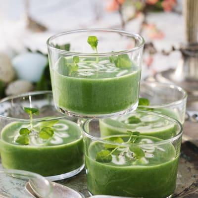 Bild på Nässelsoppa i glas med citronfraiche