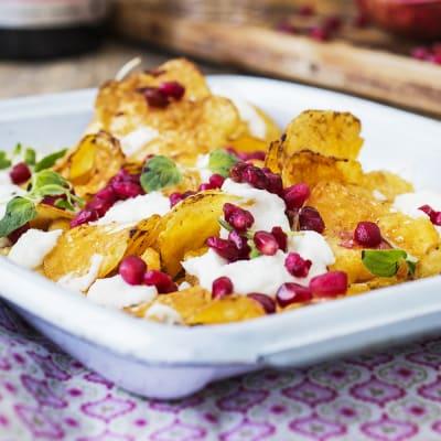 Bild på Varma chips med chèvre och granatäpple