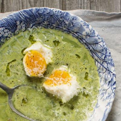 Bild på Grönkålssoppa med vita bönor och ägg