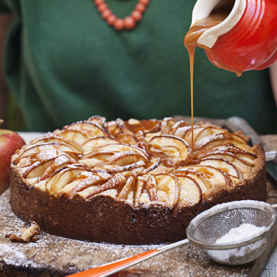 Bild på Äppelkaka med kolasås
