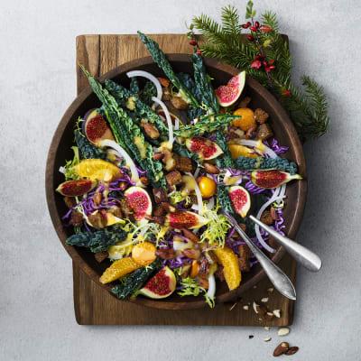 Bild på Julig sallad med krutonger och senapsdressing