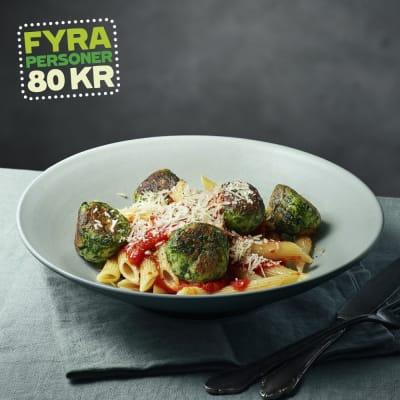 Bild på Lotta Lundgren - Ricottadumplings med pasta och tomatsås