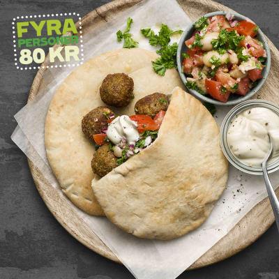 Bild på Pita med falafel och bönsallad
