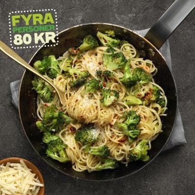 Bild på Pasta med råstekt broccoli och parmesan